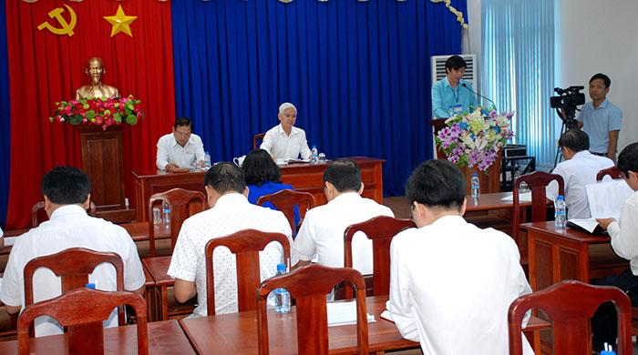 Bí thư Tỉnh ủy Nguyễn Văn Lợi (bìa phải) và Chủ tịch UBND tỉnh Nguyễn Văn Trăm chủ trì buổi làm việc.