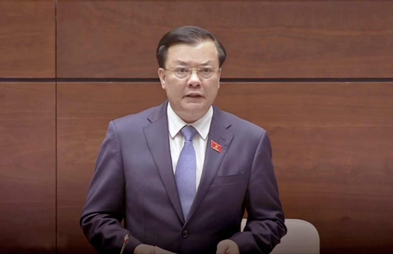 Bộ trưởng Bộ Tài chính Đinh Tiến Dũng phát biểu tại kỳ họp thứ 4 - Quốc hội khóa XIV