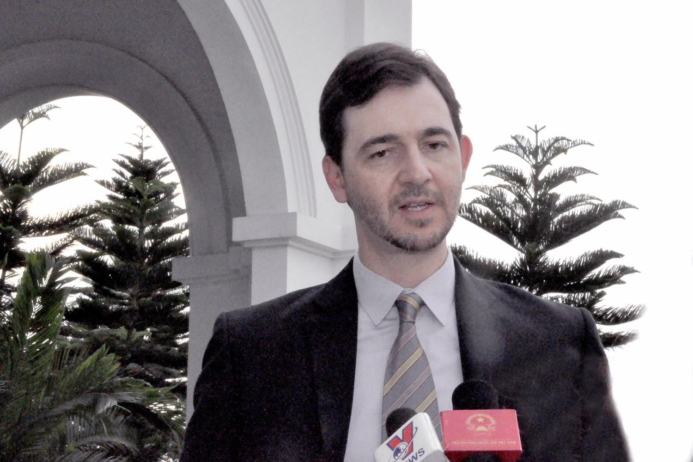 Kinh nghiệm cho Việt Nam trong giai đoạn chuyển đổi sang các nguồn vay có tính chất thị trường